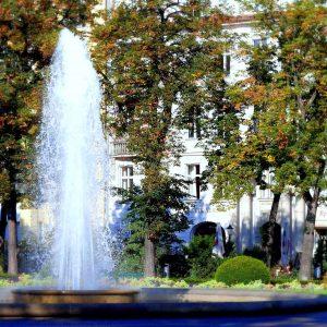 Viktoria-Luise-Platz vor dem Eingang zum LETTE VEREIN BERLIN