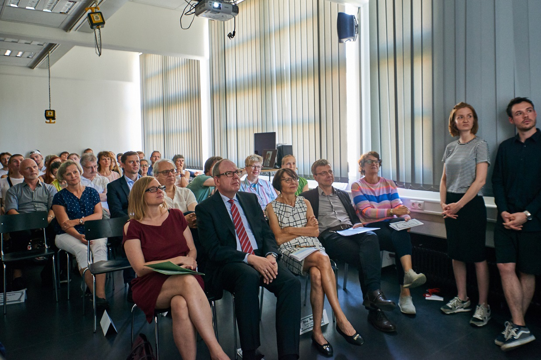 """promo code ae232 f203a Staatssekretär Bunde: """"Qualitativ hochwertige Ausbildung im ..."""