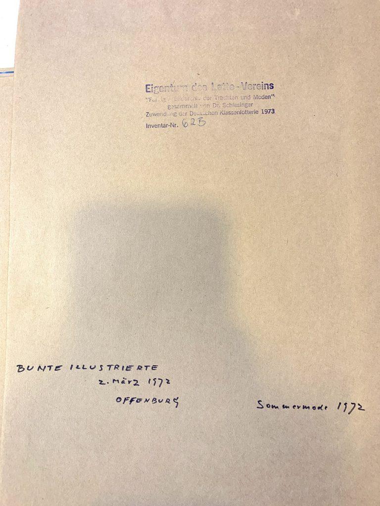 »Farbiges Bildarchiv der Trachten und Moden« | Dr. Schlesinger