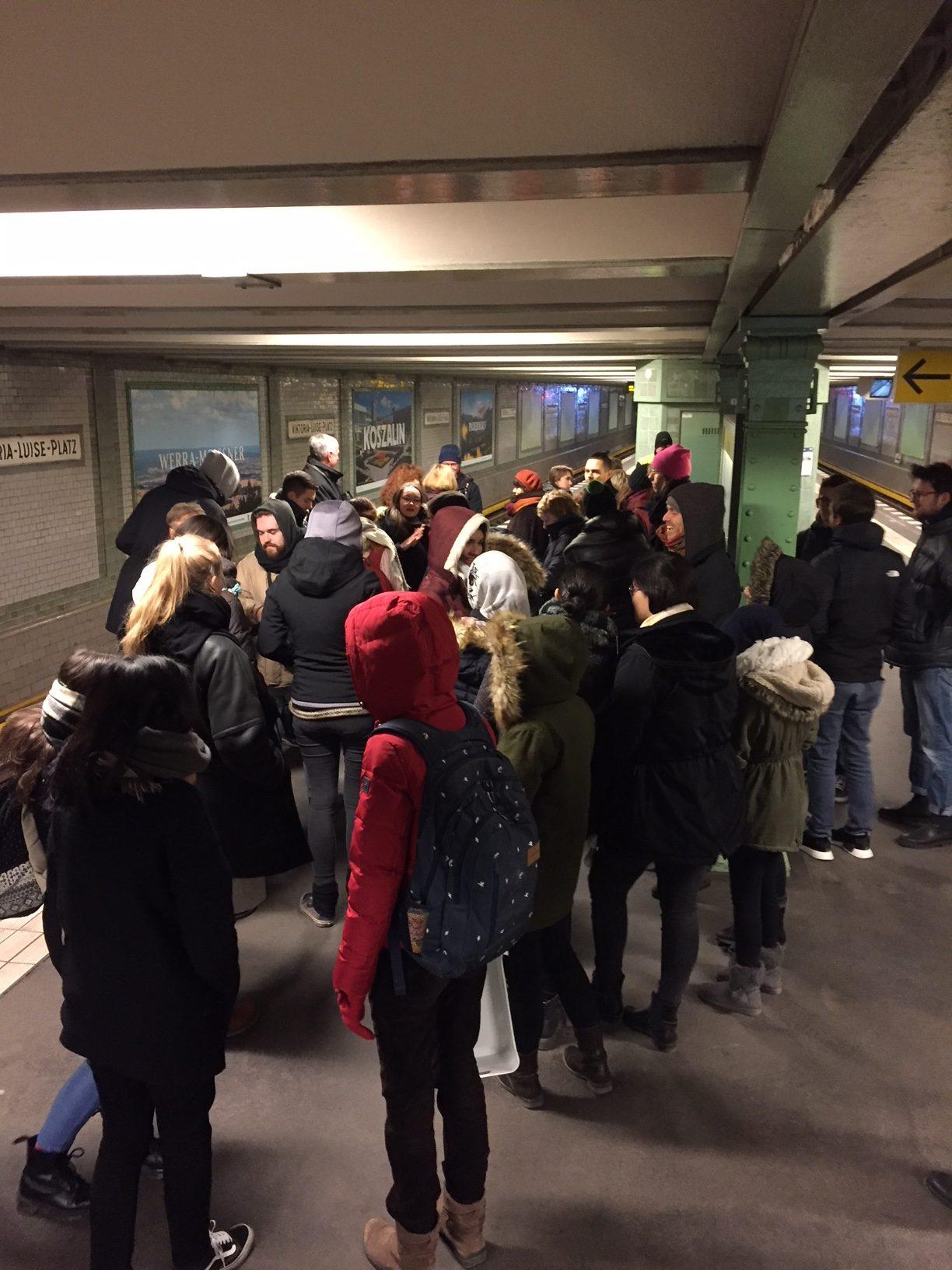 """Ausstellungseröffnung """"Städtepartnerschaften"""" U-Bahnhof Viktoria-Luise-Platz"""